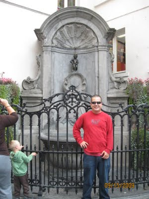 ross and mannekin pis